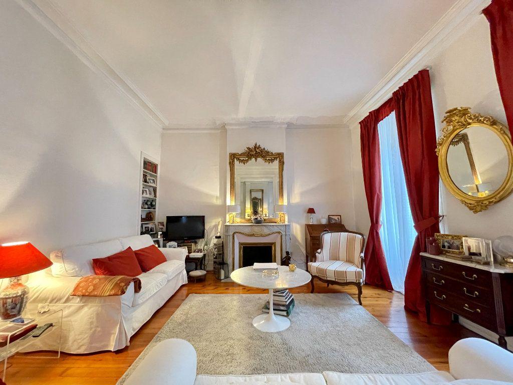 Appartement à vendre 4 115m2 à Bordeaux vignette-2