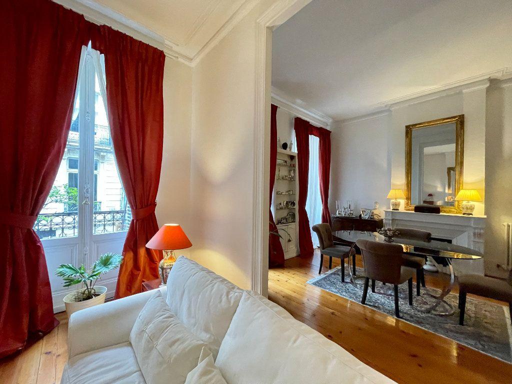 Appartement à vendre 4 115m2 à Bordeaux vignette-3