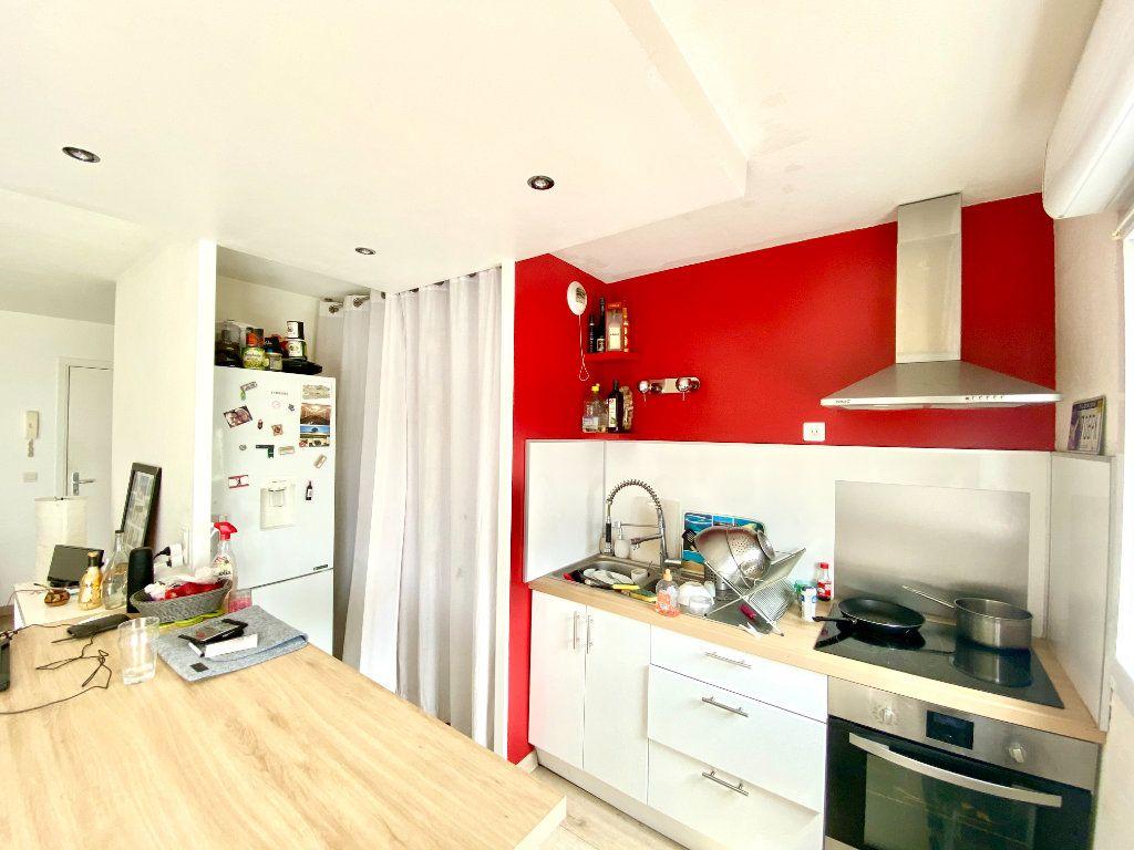 Appartement à vendre 3 55m2 à Bordeaux vignette-2