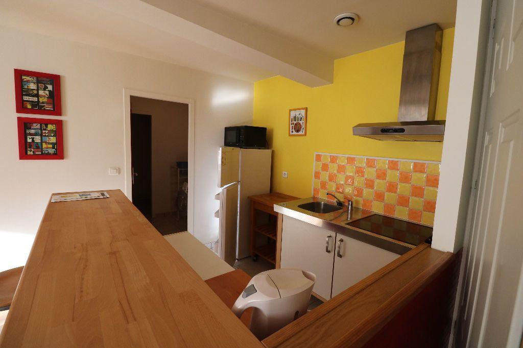 Appartement à louer 2 50.29m2 à Bordeaux vignette-2