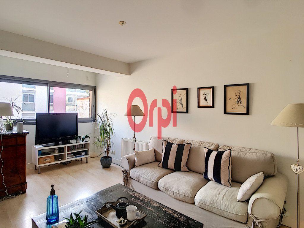 Appartement à vendre 3 65m2 à Bordeaux vignette-2