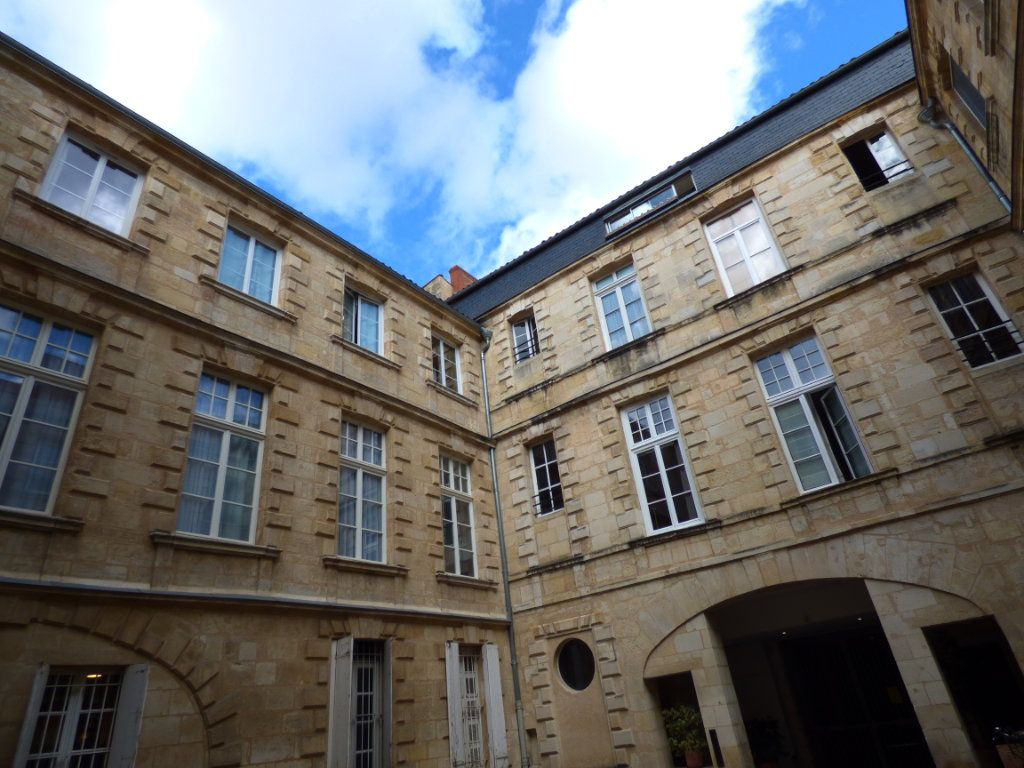 Appartement à louer 3 60m2 à Bordeaux vignette-1
