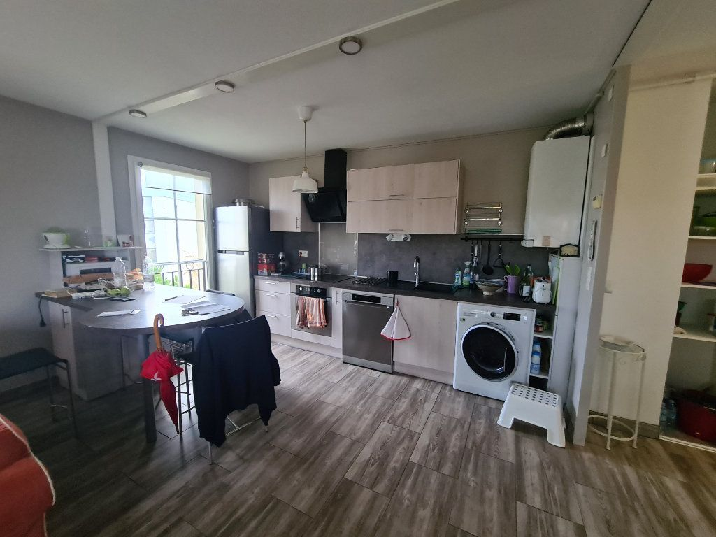Appartement à louer 3 72.92m2 à Bordeaux vignette-3