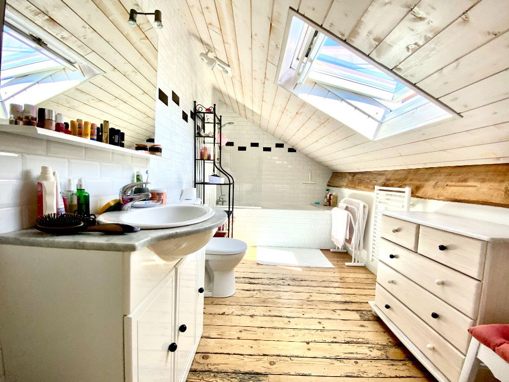 Appartement à vendre 1 23m2 à Bordeaux vignette-4