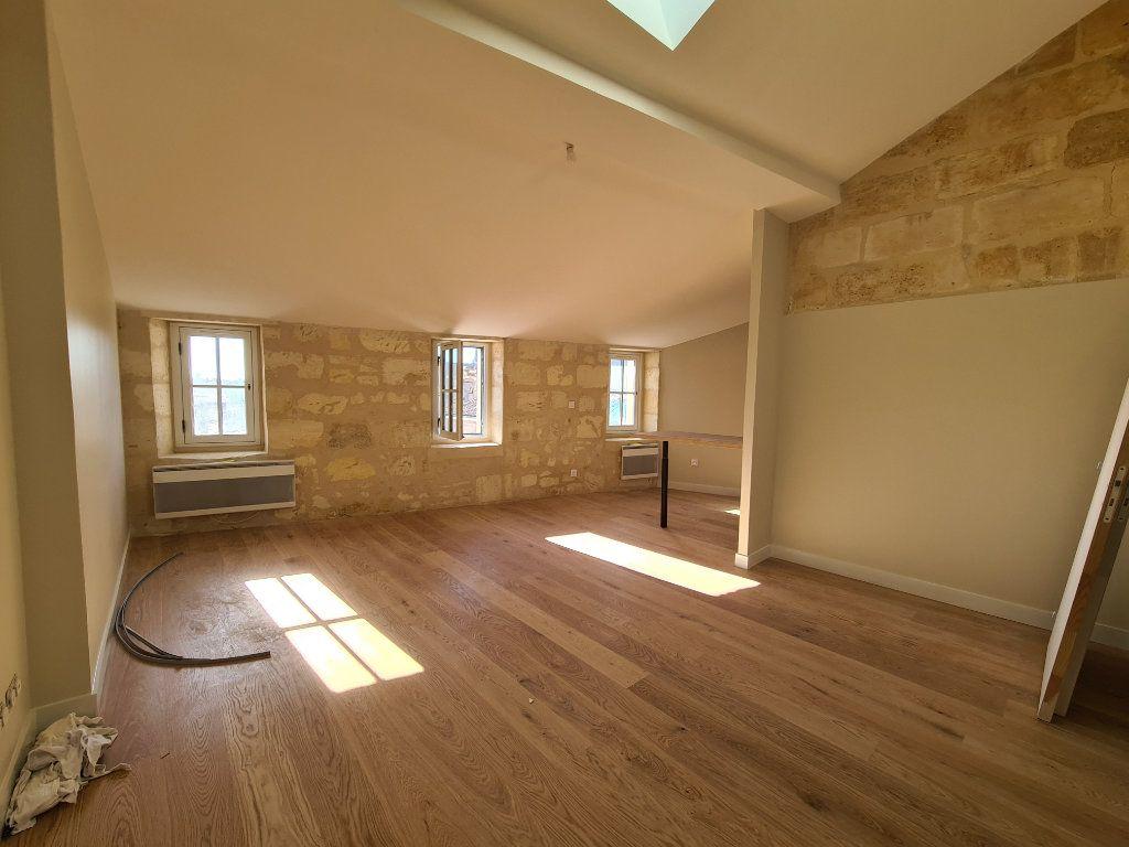 Appartement à louer 2 52m2 à Bordeaux vignette-1