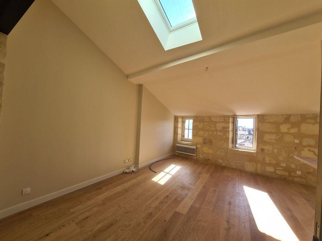 Appartement à louer 2 52m2 à Bordeaux vignette-2