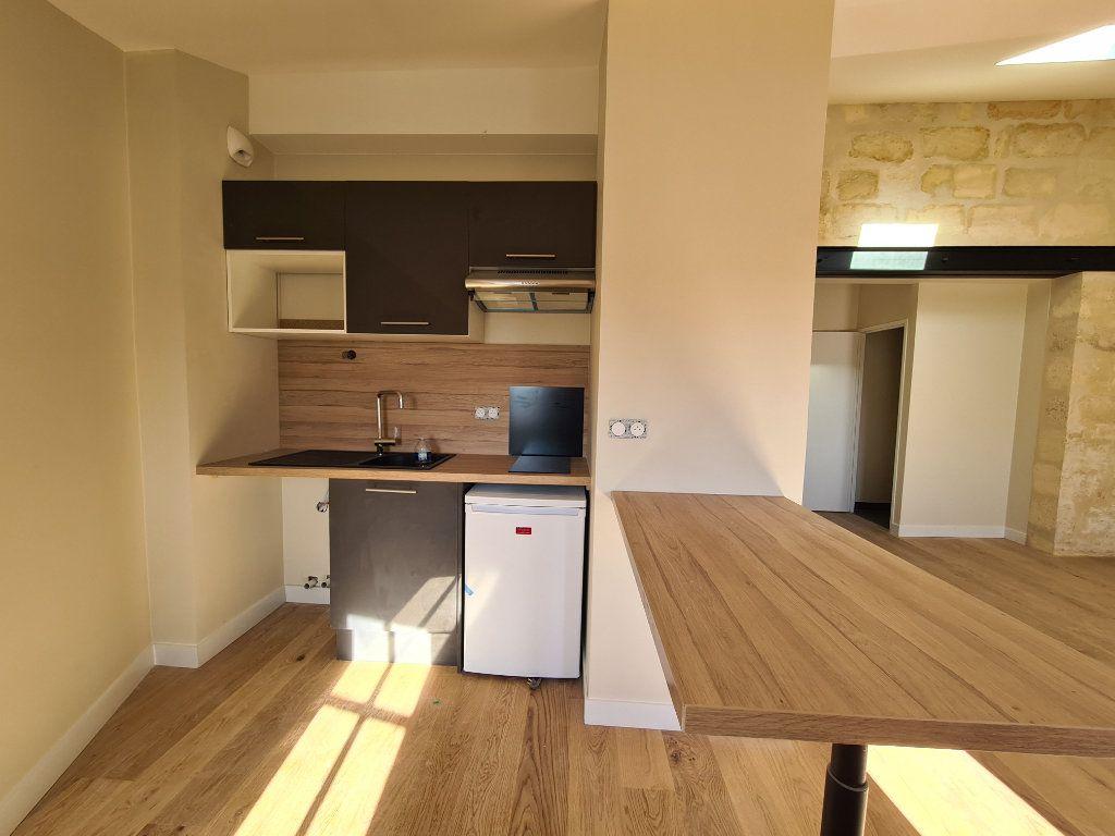 Appartement à louer 2 52m2 à Bordeaux vignette-3