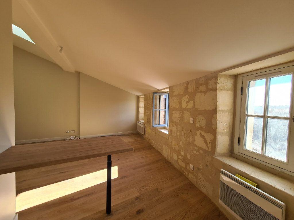Appartement à louer 2 52m2 à Bordeaux vignette-4