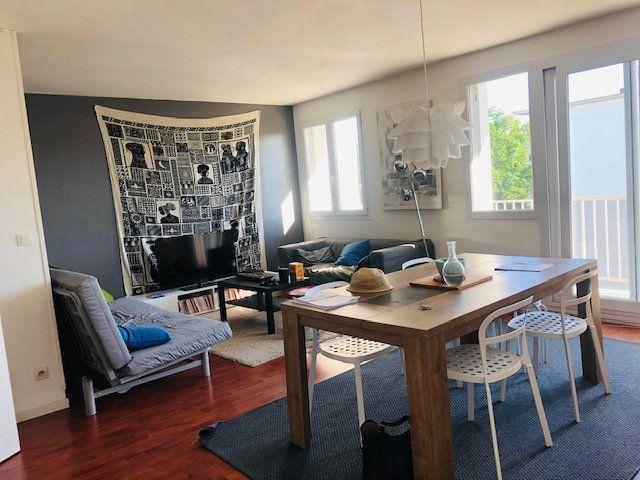 Appartement à louer 3 69.5m2 à Bordeaux vignette-2
