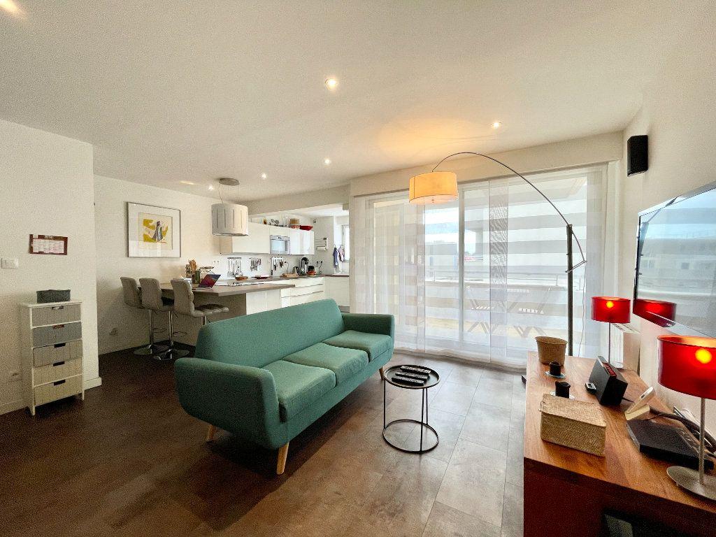 Appartement à vendre 3 60.75m2 à Bordeaux vignette-1