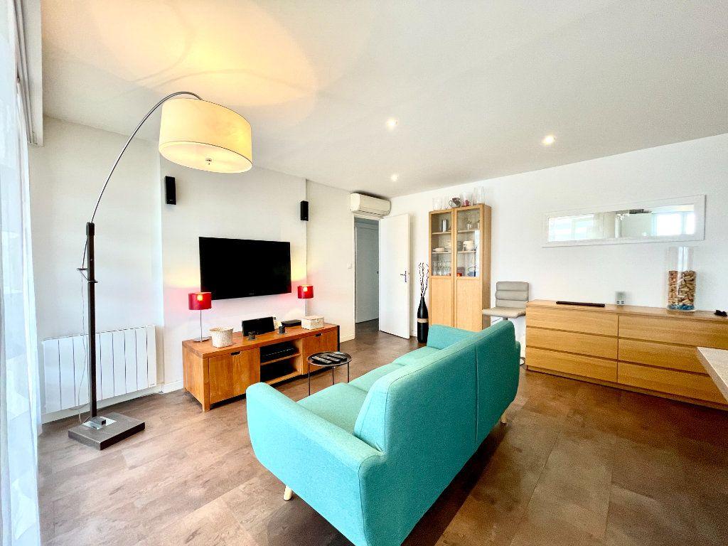Appartement à vendre 3 60.75m2 à Bordeaux vignette-2