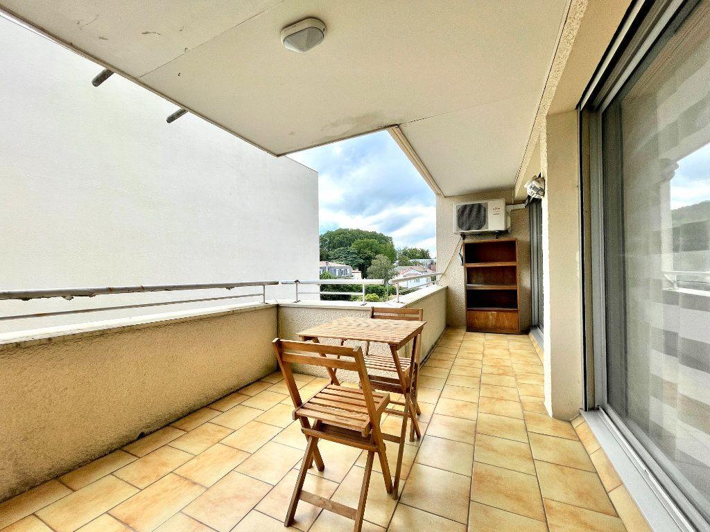 Appartement à vendre 3 60.75m2 à Bordeaux vignette-3