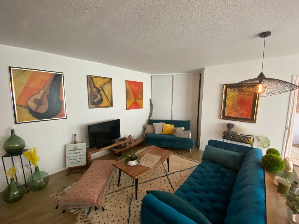 Appartement à vendre 3 67m2 à Bordeaux vignette-1