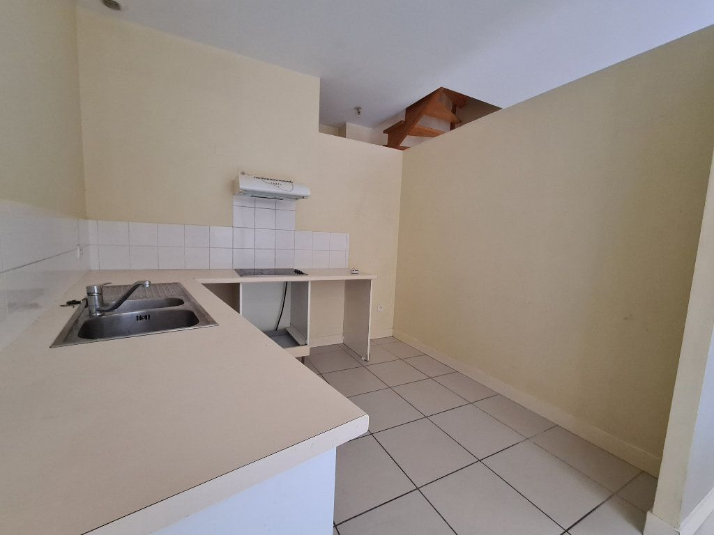 Appartement à louer 4 124m2 à Bordeaux vignette-1