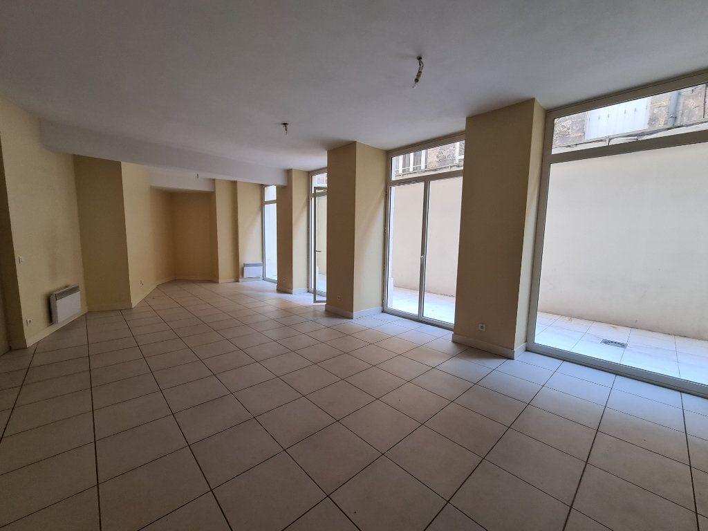 Appartement à louer 4 124m2 à Bordeaux vignette-2