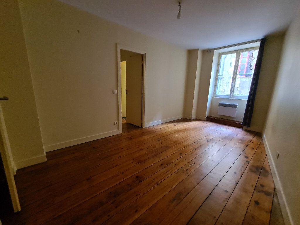 Appartement à louer 4 124m2 à Bordeaux vignette-3