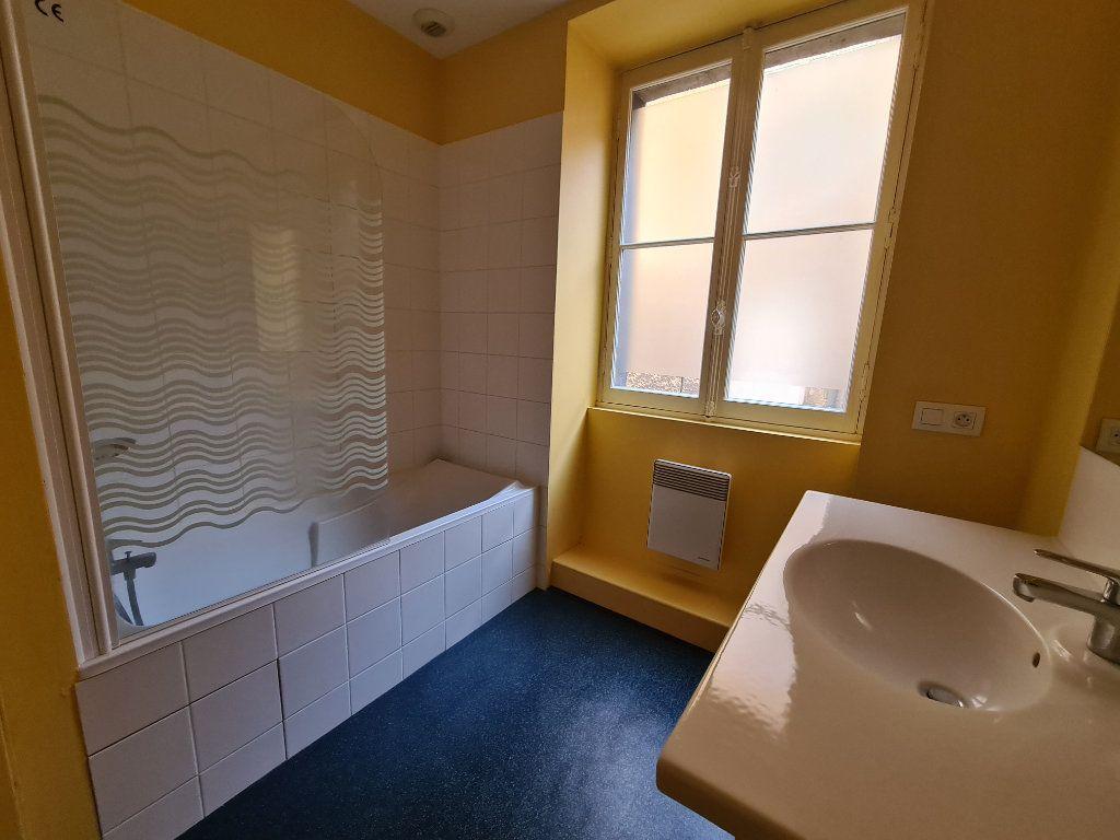 Appartement à louer 4 124m2 à Bordeaux vignette-4