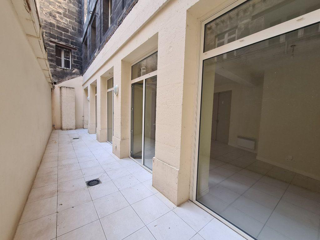 Appartement à louer 4 124m2 à Bordeaux vignette-6