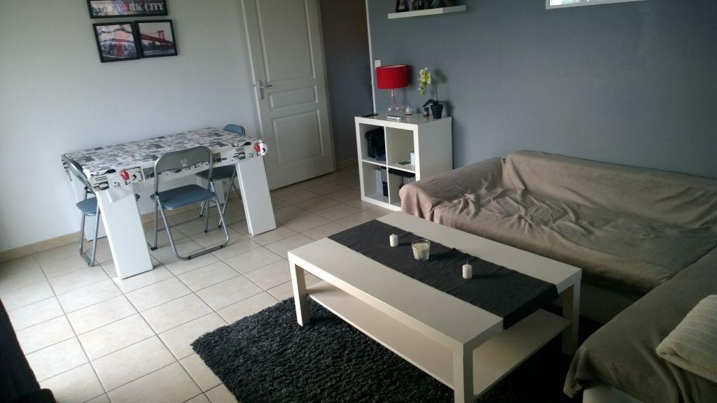 Appartement à louer 2 45.75m2 à Istres vignette-1