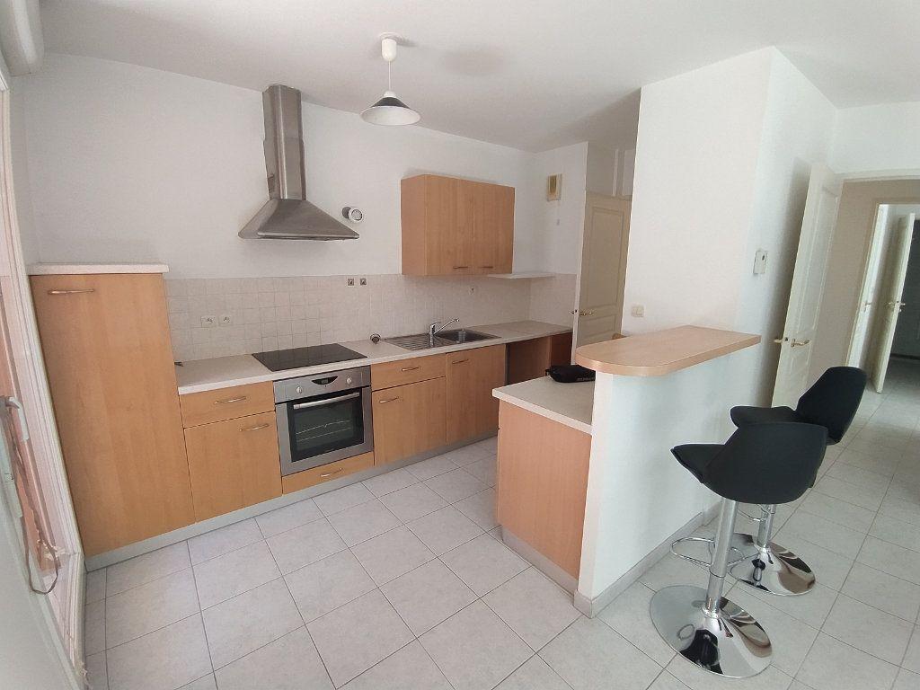 Appartement à louer 3 64.81m2 à Istres vignette-1