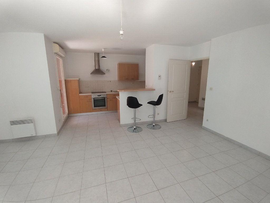 Appartement à louer 3 64.81m2 à Istres vignette-2