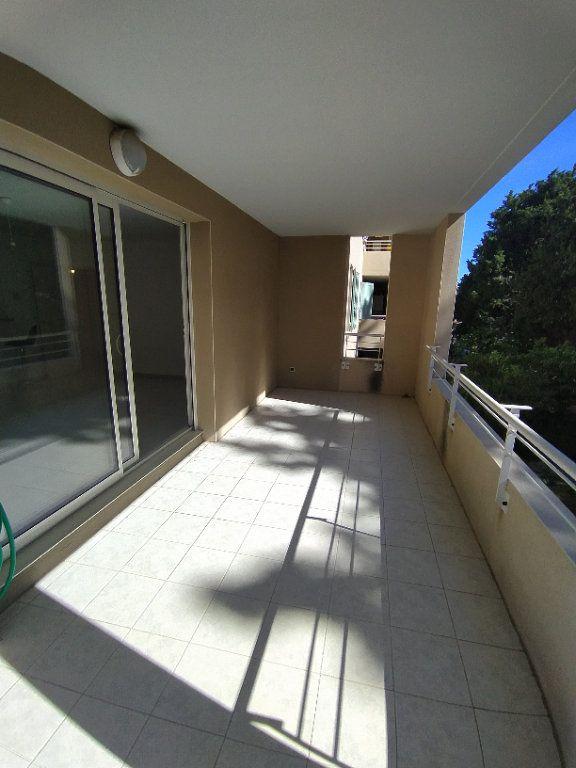 Appartement à louer 3 64.81m2 à Istres vignette-3
