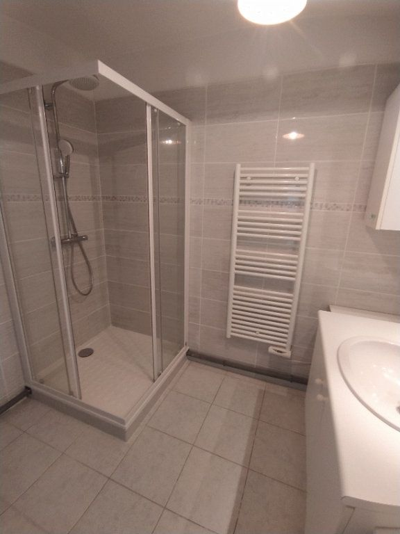 Appartement à louer 3 64.81m2 à Istres vignette-4