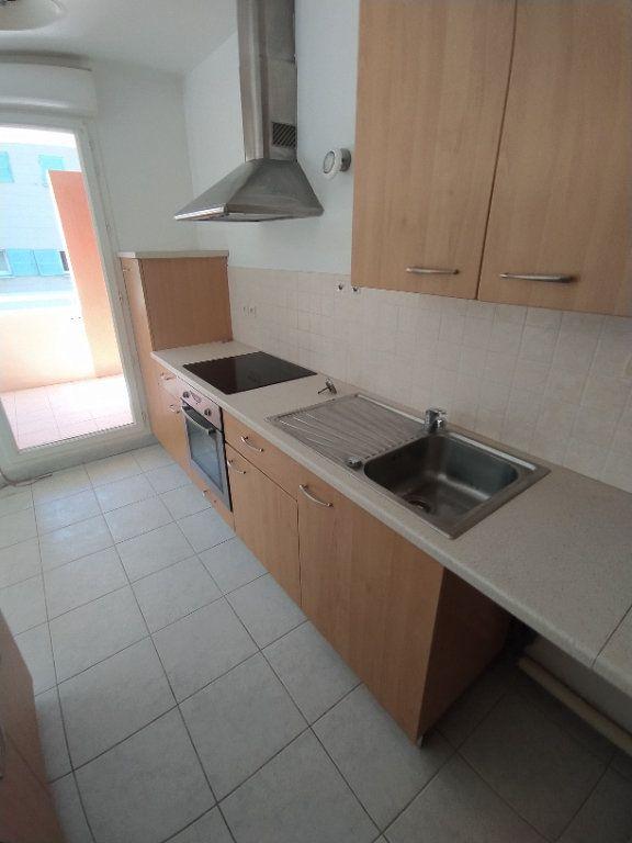 Appartement à louer 3 64.81m2 à Istres vignette-8