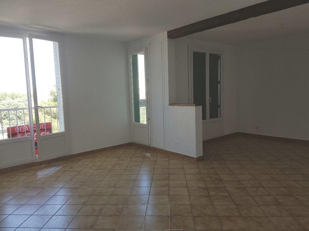 Appartement à louer 2 73.65m2 à Miramas vignette-2