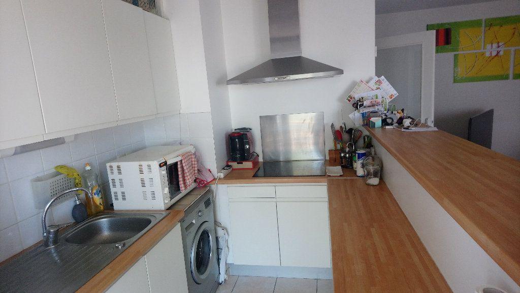 Appartement à louer 3 62.89m2 à Istres vignette-2