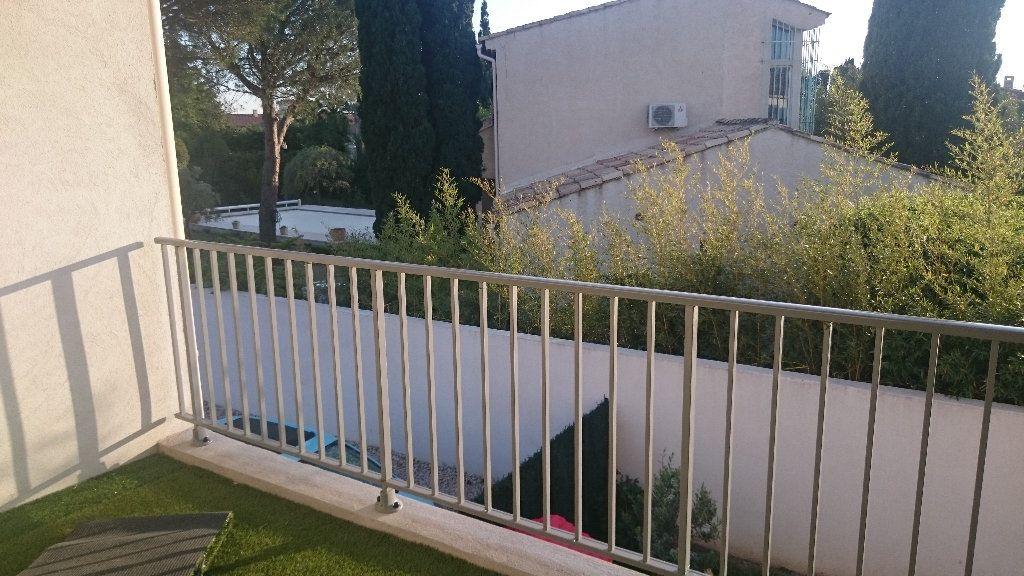 Appartement à louer 4 66.03m2 à Istres vignette-1