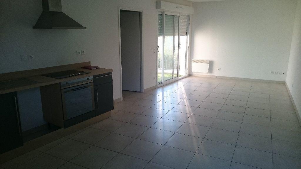 Appartement à louer 4 66.03m2 à Istres vignette-2