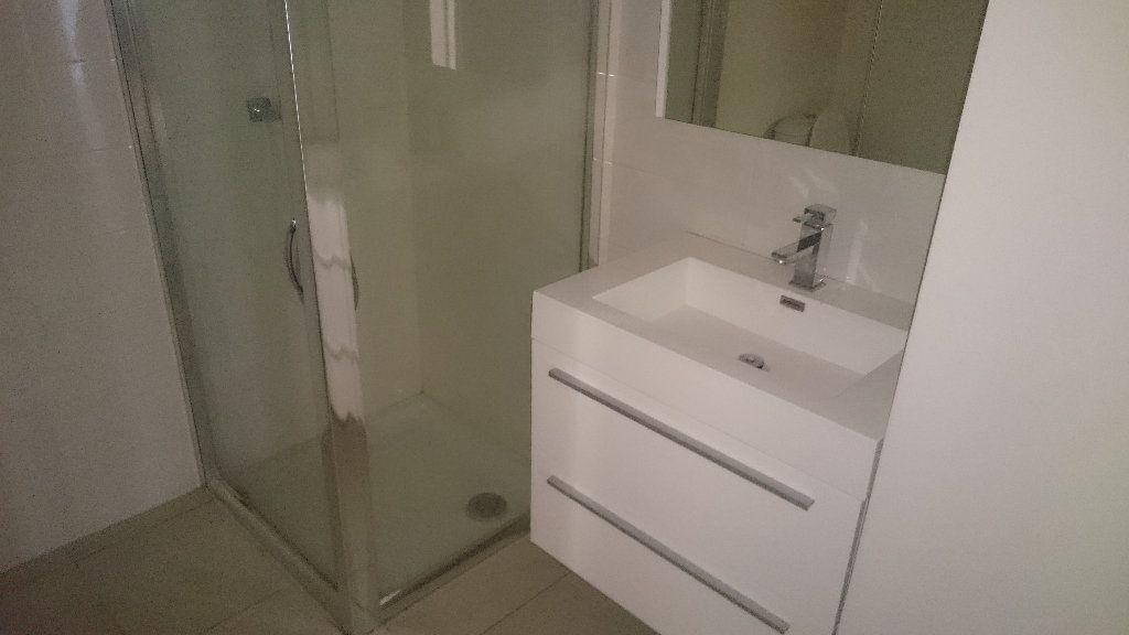 Appartement à louer 4 66.03m2 à Istres vignette-4