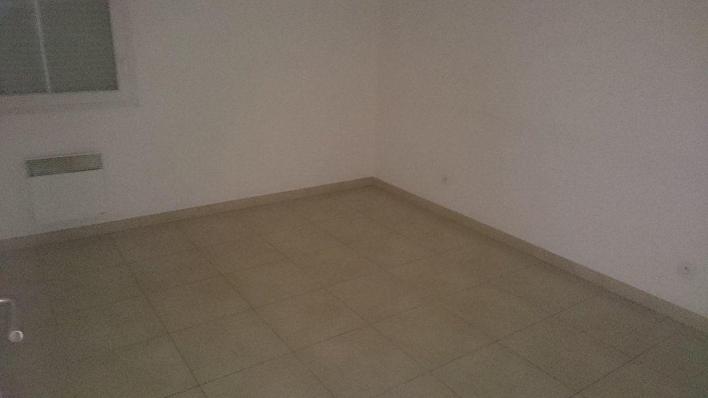 Appartement à louer 4 66.03m2 à Istres vignette-5