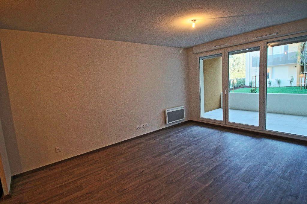 Appartement à louer 3 56.78m2 à Istres vignette-1