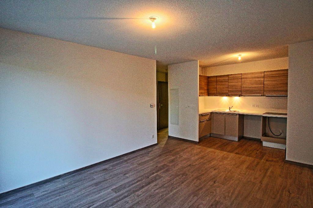 Appartement à louer 3 56.78m2 à Istres vignette-2