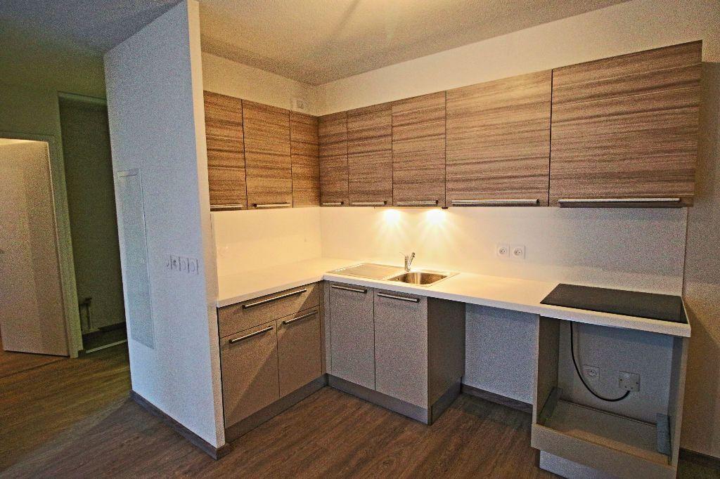 Appartement à louer 3 56.78m2 à Istres vignette-3