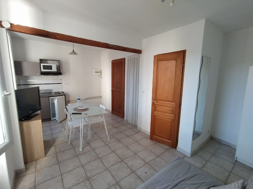 Appartement à louer 1 20.88m2 à Salon-de-Provence vignette-2