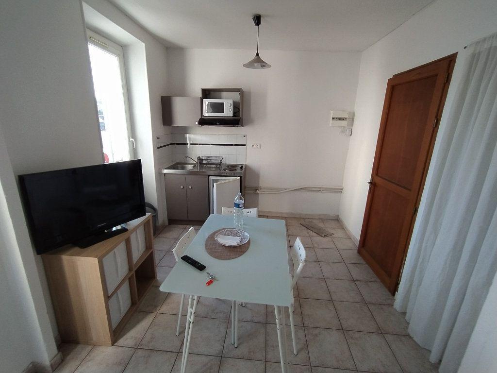 Appartement à louer 1 20.88m2 à Salon-de-Provence vignette-3