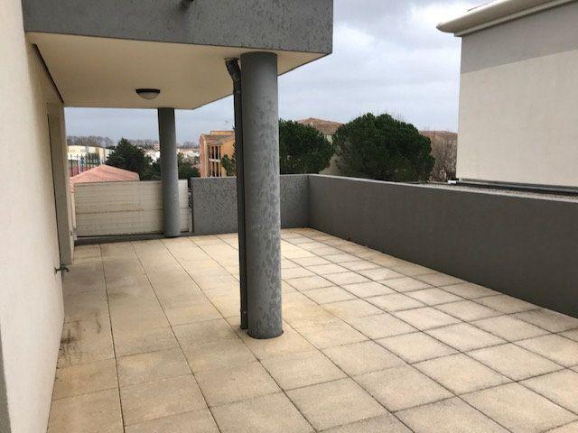 Appartement à louer 3 79.7m2 à Saint-Martin-de-Crau vignette-5