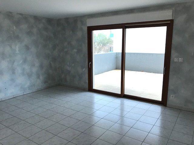 Appartement à louer 3 79.7m2 à Saint-Martin-de-Crau vignette-6