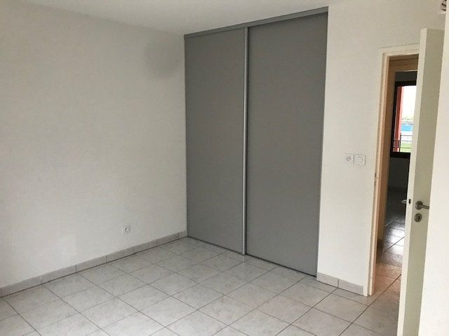 Appartement à louer 3 79.7m2 à Saint-Martin-de-Crau vignette-7