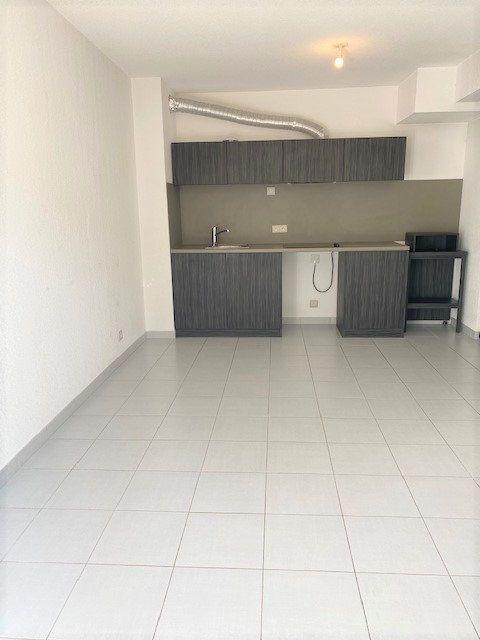 Appartement à louer 3 52.16m2 à Avignon vignette-1