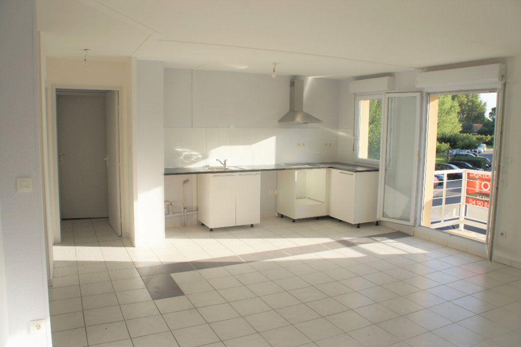 Appartement à louer 3 62.57m2 à Avignon vignette-1