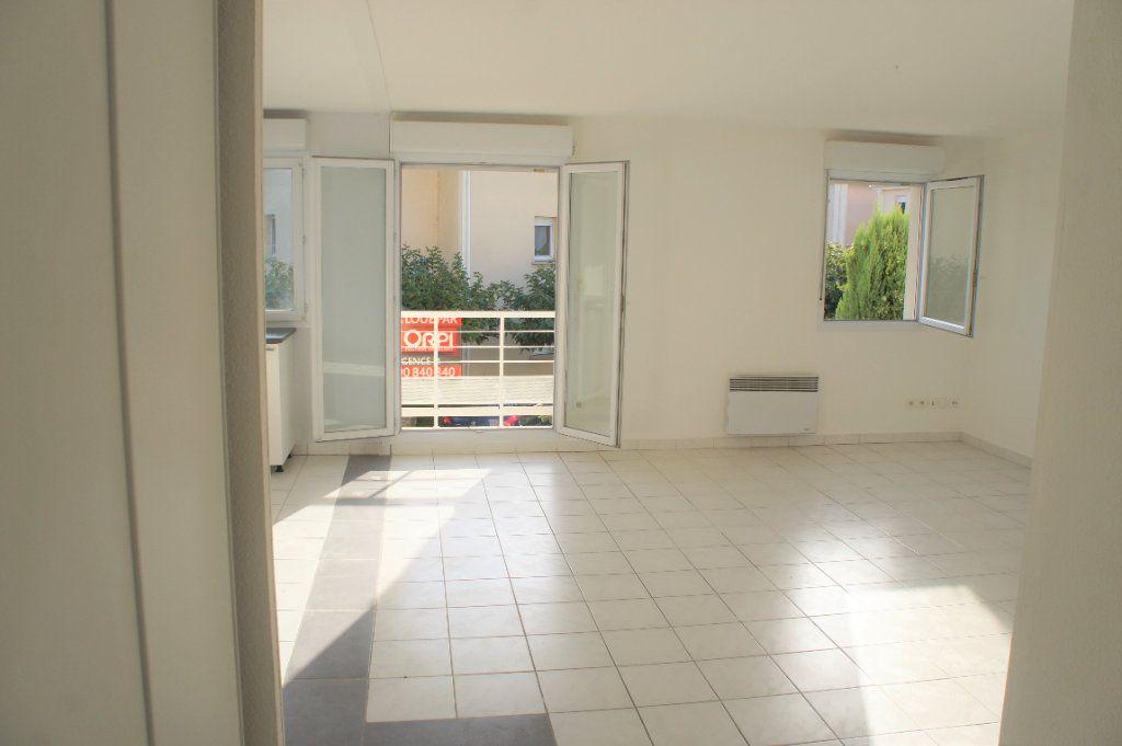 Appartement à louer 3 62.57m2 à Avignon vignette-2