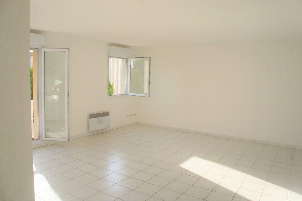 Appartement à louer 3 62.57m2 à Avignon vignette-3