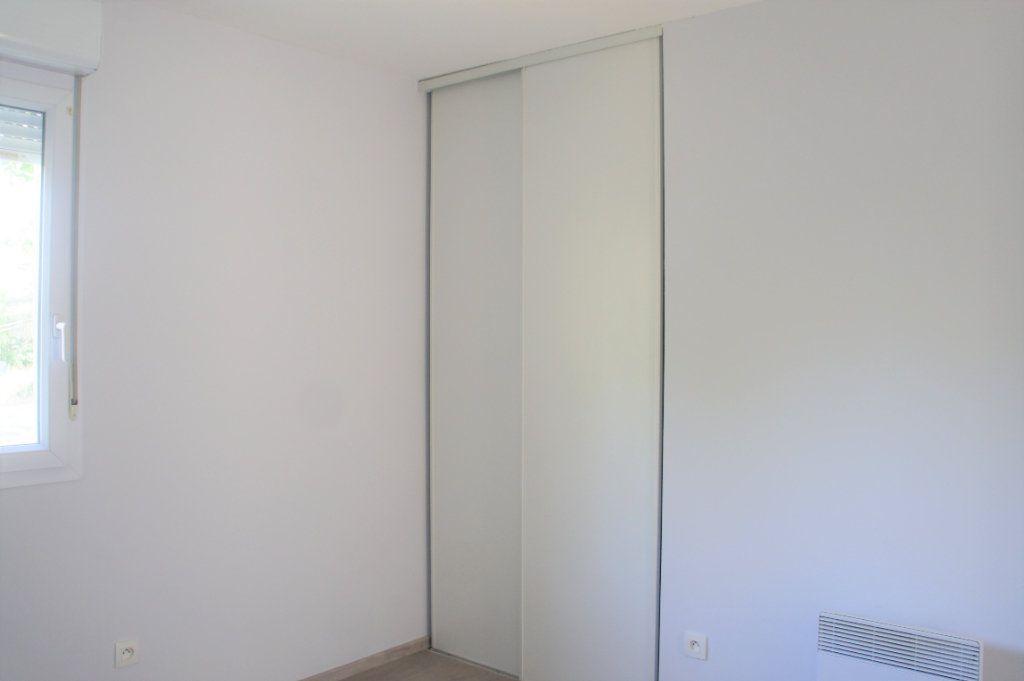 Appartement à louer 3 62.57m2 à Avignon vignette-6