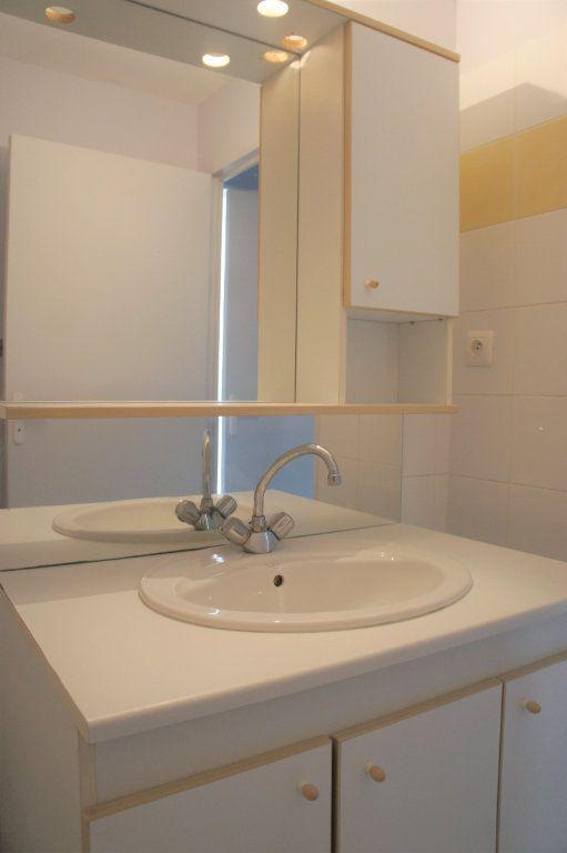 Appartement à louer 3 62.57m2 à Avignon vignette-7