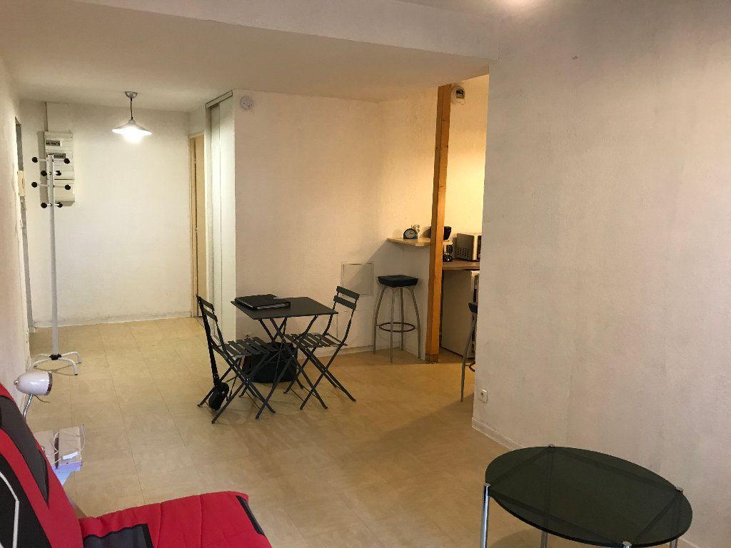 Appartement à louer 1 28.28m2 à Salon-de-Provence vignette-3