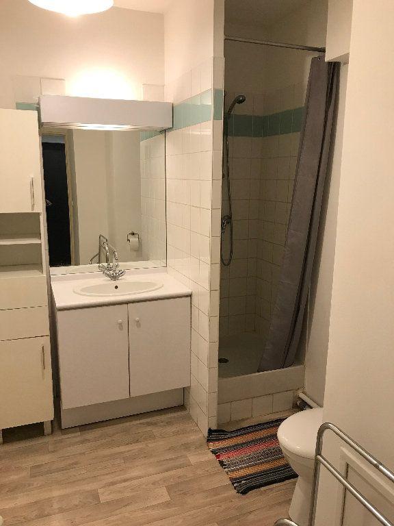 Appartement à louer 1 28.28m2 à Salon-de-Provence vignette-4